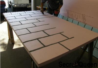 mur de brique faux maison hant e secret queen. Black Bedroom Furniture Sets. Home Design Ideas